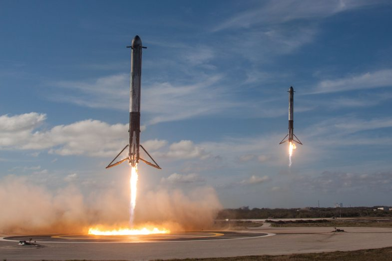 Falcon Heavy booster rockets landing simultaneously